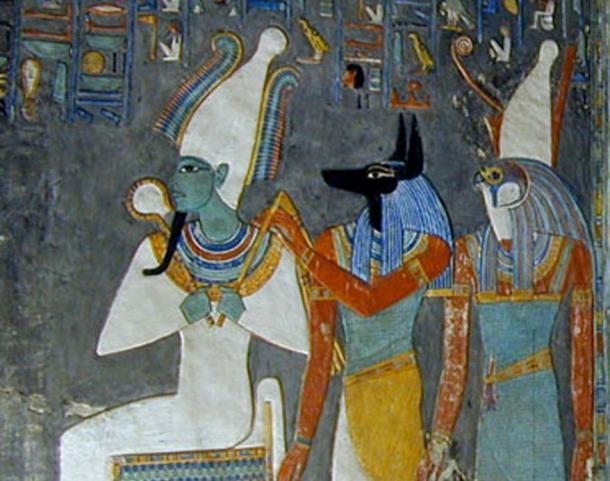 Osiris (izquierda), Anubis y Horus, una pintura mural de la tumba de Horemheb.