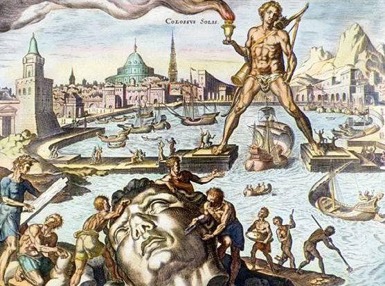 El coloso de Rodas, representado en este grabado pintado a mano, fue construido aproximadamente en el año 280 a. C. Con sus 30 metros (100 pies) de altura, fue esculpido para presidir la entrada al puerto de Rodas. Los antiguos griegos y romanos lo escogieron como una de las Siete Maravillas del Mundo.