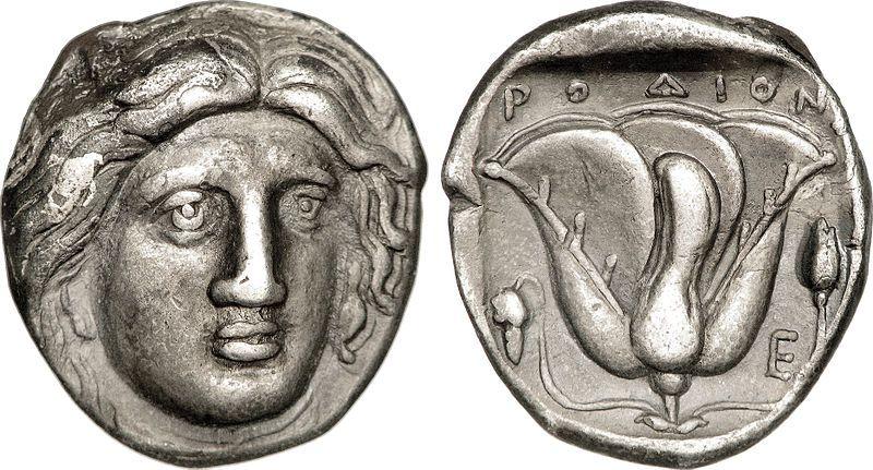 Monedas de plata procedentes de Rodas circa 316 – 305 d. C., con Helios representado en una cara y una rosa al dorso. ¿Sería éste el rostro del Coloso de Rodas?