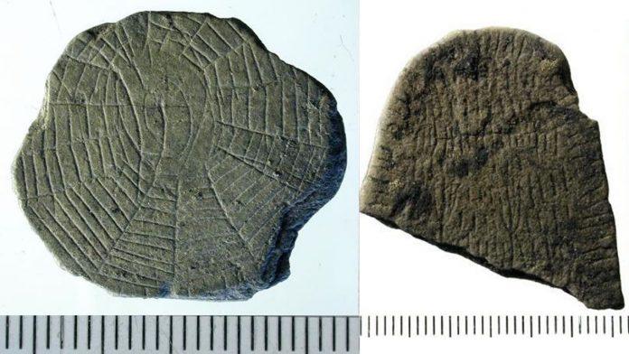 Hallan cientos de antiguas rocas talladas con patrones misteriosos en isla danesa