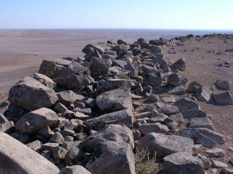 Vista, hacia el este, del espesor del muro norte