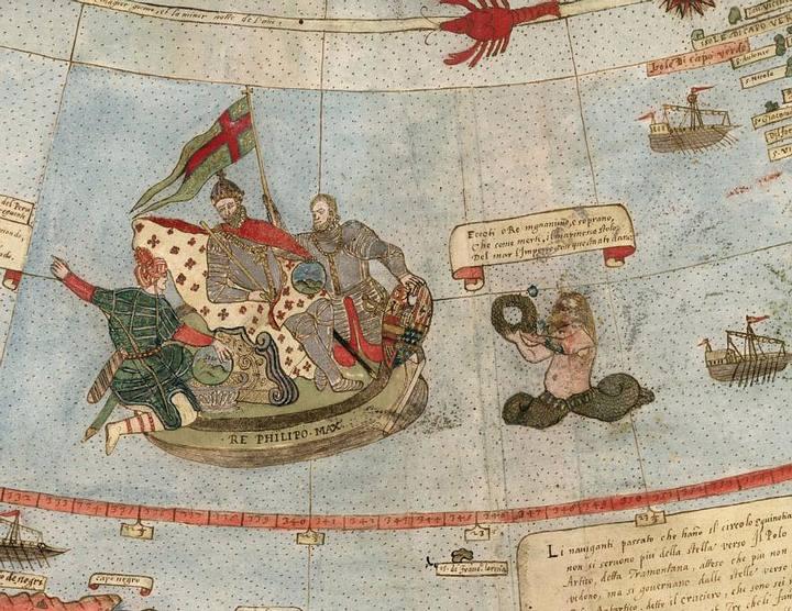 El mapa contiene detalladas ilustraciones de animales, tritones, unicornios y navegantes de los mares. En una de ellas (FOTO), observamos al rey Felipe II de España sentado sobre su trono dentro de un navío.
