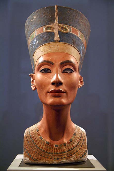 El icónico busto de Nefertiti expuesto en Berlín