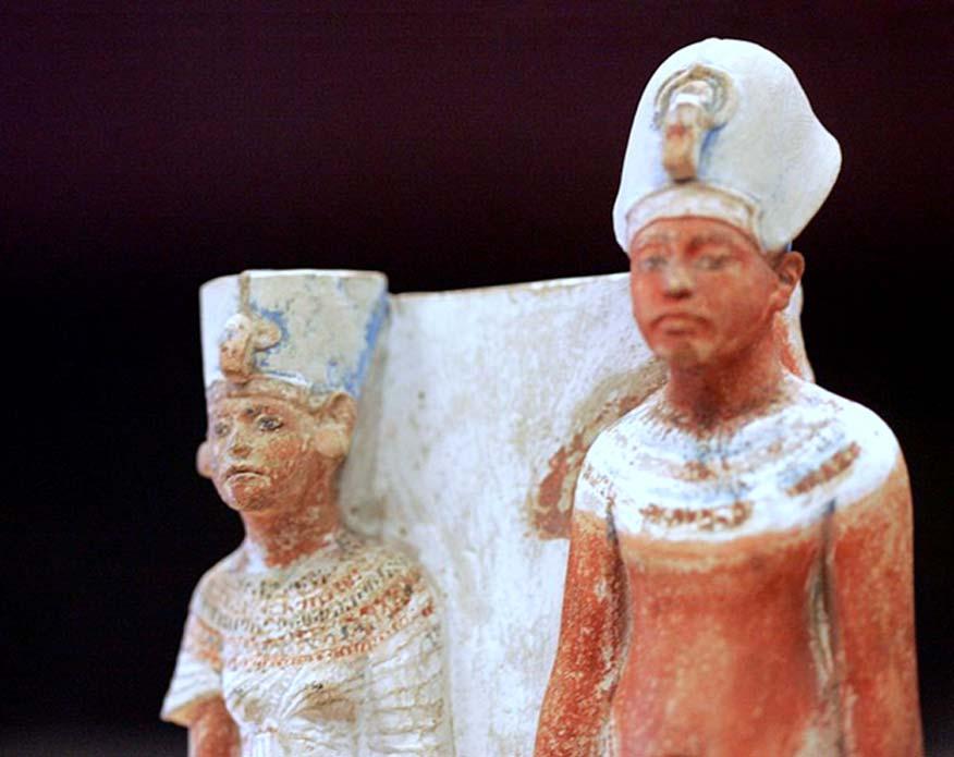 Nefertiti y Akenatón 1345 a. C. – tal vez con una semejanza menos elaborada que en otros retratos