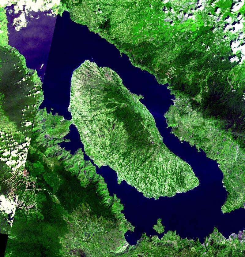 Una vista satelital de la caldera del supervolcán Toba, dejada por la erupción que ocurrió hace unos 70 millones de años