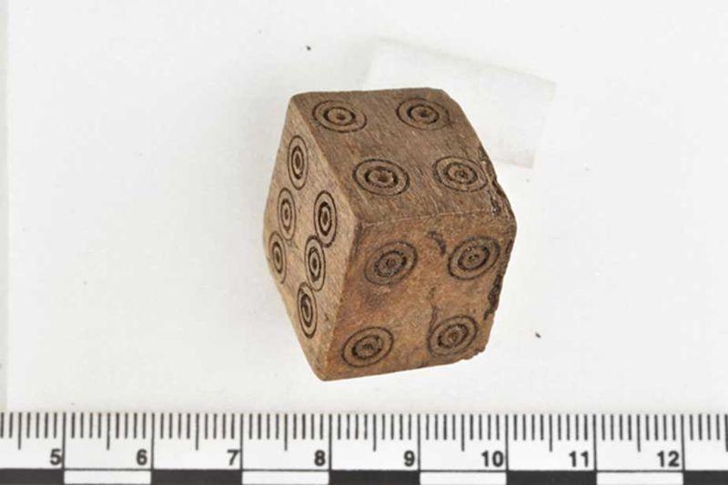 El dado probablemente era utilizado por un jugador tramposo en apuestas medievales