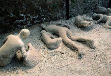 Arqueólogos hallan esqueleto de un antiguo niño en Pompeya