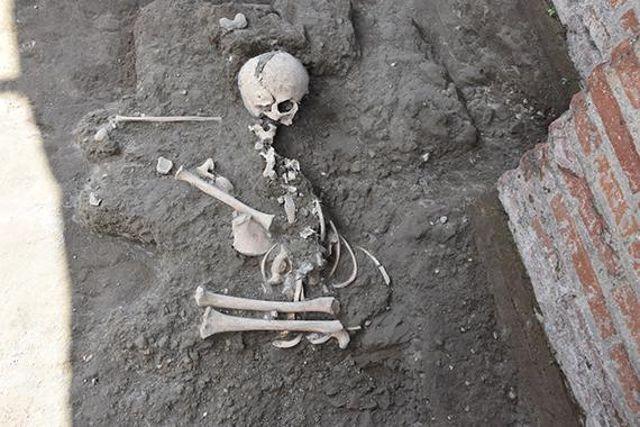 Los restos de un niño de siete u ocho años se encontraron en Pompeya