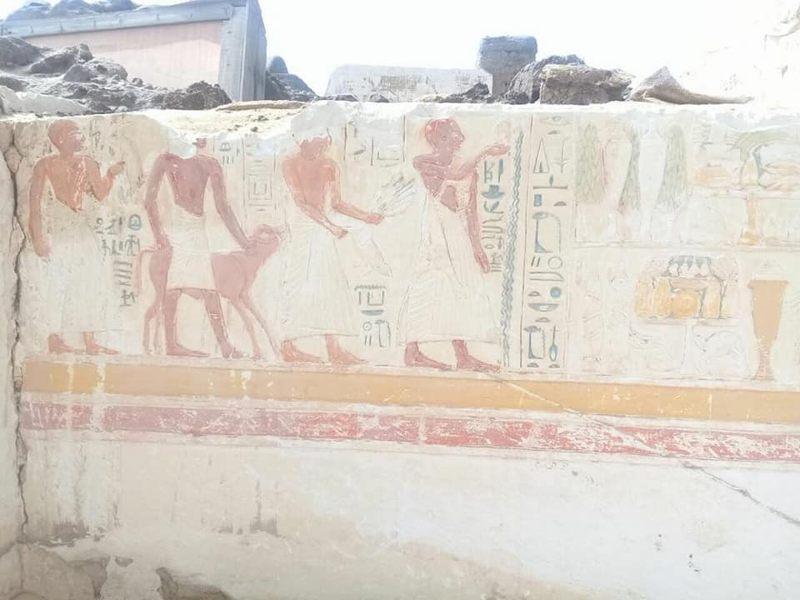 Las inscripciones jeroglíficas indican que la tumba fue construida para el general Iwrhya