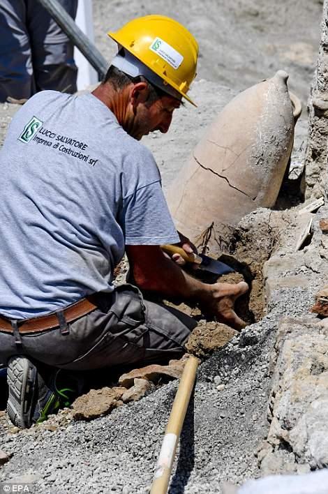 Recientemente se descubrió una ánfora recuperada durante los trabajos de excavación en el 'Vicolo dei Balconi'