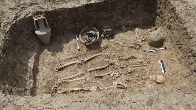 La excavada tumba de un guerrero.