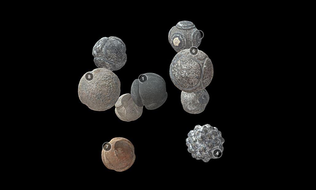 Algunos de los modelos de bolas de piedra hallados en Escocia, Reino Unido