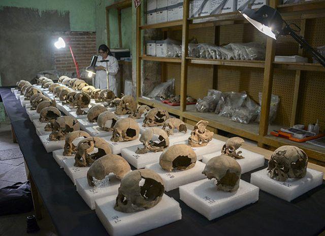 Los arqueólogos del Instituto Nacional de Antropología e Historia (INAH) recolectaron cerca de 200 cráneos de la torre que flanquea al tzompantli