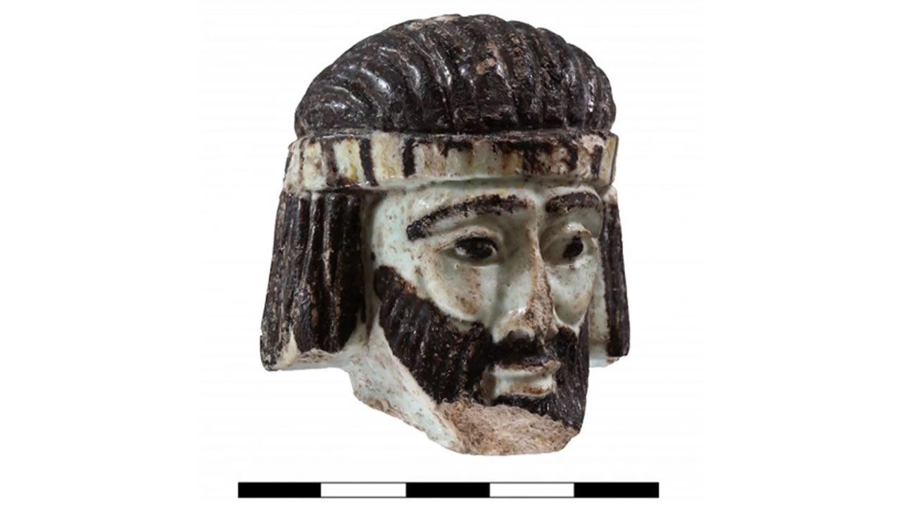 Esta pequeña escultura podría representar a un Rey Bíblico