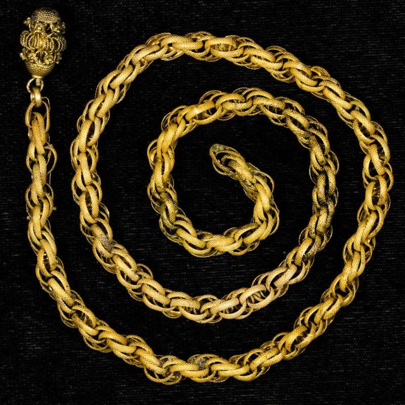 Cadena de oro encontrada en el naufragio