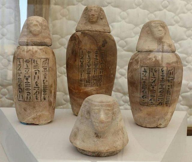 Tarros canópicos recuperados de las cámaras funerarias