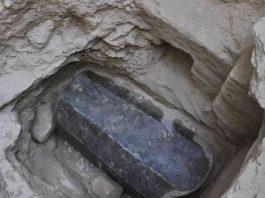 Un sarcófago gigante de 2.6 metros de largo ha sido encontrado en Egipto