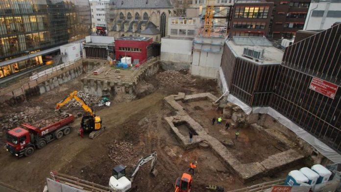 Arqueólogos hallan una biblioteca romana pública gigantesca en el centro de una ciudad alemana