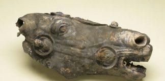 Granjero alemán recibe 1 millón de dólares por un antiguo artefacto romano de bronce hallado en su propiedad
