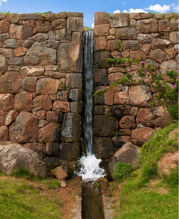 En la actualidad aún funcionan muchos de los canales de agua de Tipón