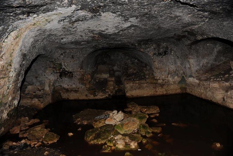 Tumba cristiana primitiva en el yacimiento del valle situado en el norte de Jordania