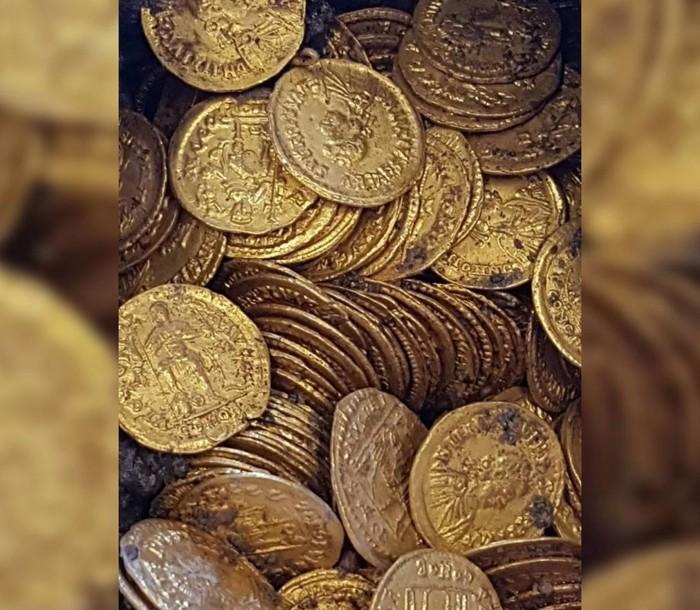 Las 300 monedas de oro se remontan a 1.500 años, cuando una parte del Imperio Romano se estaba derrumbando