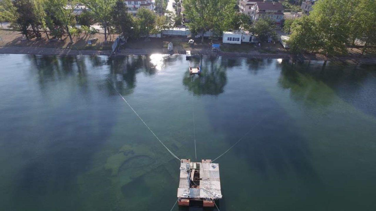 Hallan un artefacto gigante del mundo antiguo bajo un lago de Turquía