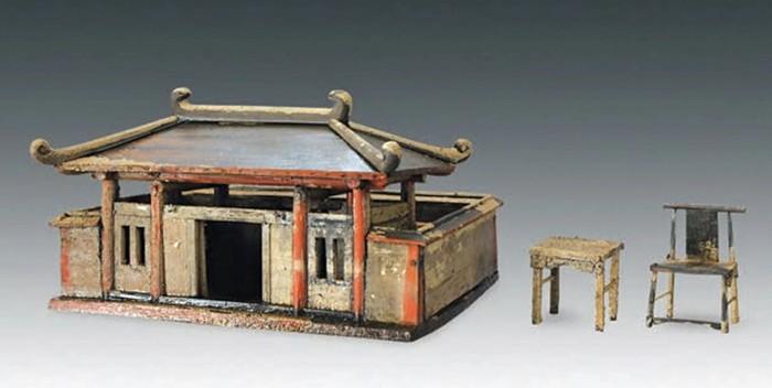 La Gran Dama fue enterrada con muchos artefactos interesantes, incluyendo este modelo de una casa de madera
