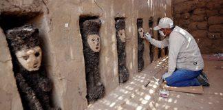 Hallan 10 esculturas de madera en ciudadela precolombina de Perú