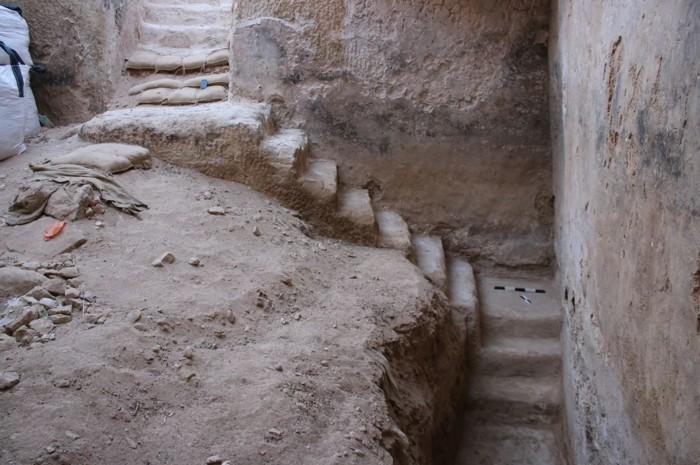 Las escaleras conducen a la cisterna en Be'er Sheva, que se encuentra en el desierto de Negev en el sur de Israel