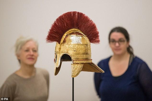 Los expertos han reconstruido un raro casco anglosajón hecho de acero, cuero y oro que usaba un general militar hace 1.300 años