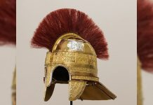 Reconstruyen un raro casco casco anglosajón de 1.300 años y hecho de acero, cuero y oro