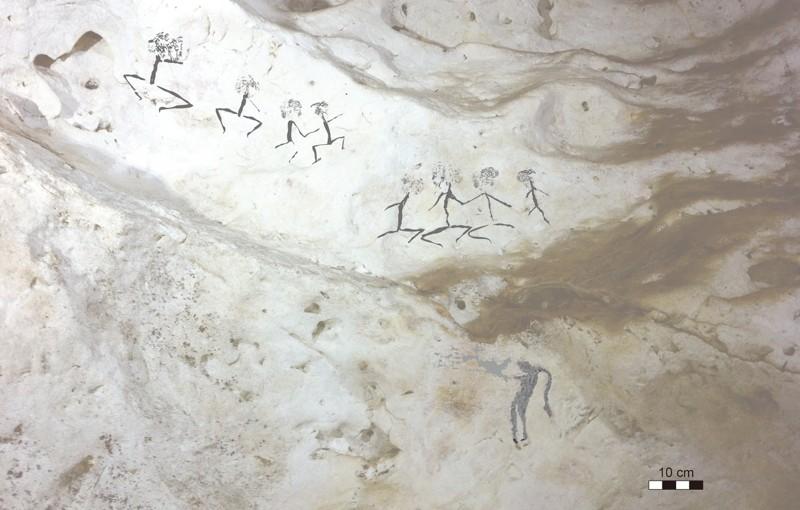 Figuras humanas de Kalimantan Oriental, Borneo de Indonesia. Este estilo está fechado en al menos 13.600 años atrás, pero posiblemente podría llegar a la altura del último máximo glaciar hace 20.000 años