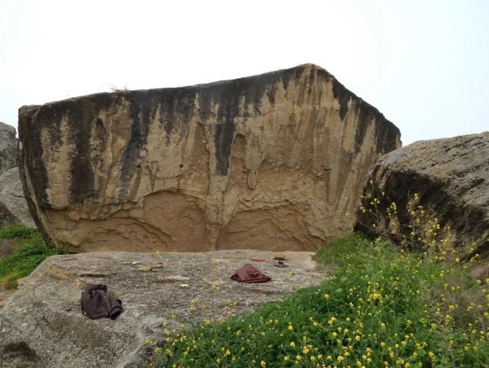Los arqueólogos dicen que el refugio de rocas y su antiguo tablero de juego fueron utilizados por los pastores de ganado nómadas durante la Edad de Bronce, hace unos 4.000 años