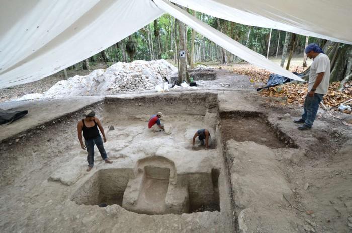 El baño durante las excavaciones. Probablemente se usó un fuego para calentar piedras