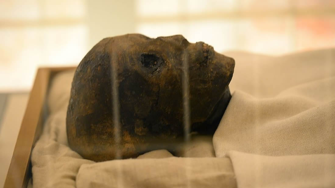 El rostro y los pies de Tutankamón son revelados luego de 9 años de restauración a su tumba