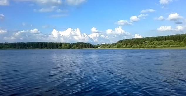 Viacheslav Ryzhkov alega que el lago Bolshaya Rutavech (en la foto) es la ubicación real de las 80 toneladas de oro y joyas de Napoleón saqueadas de Moscú