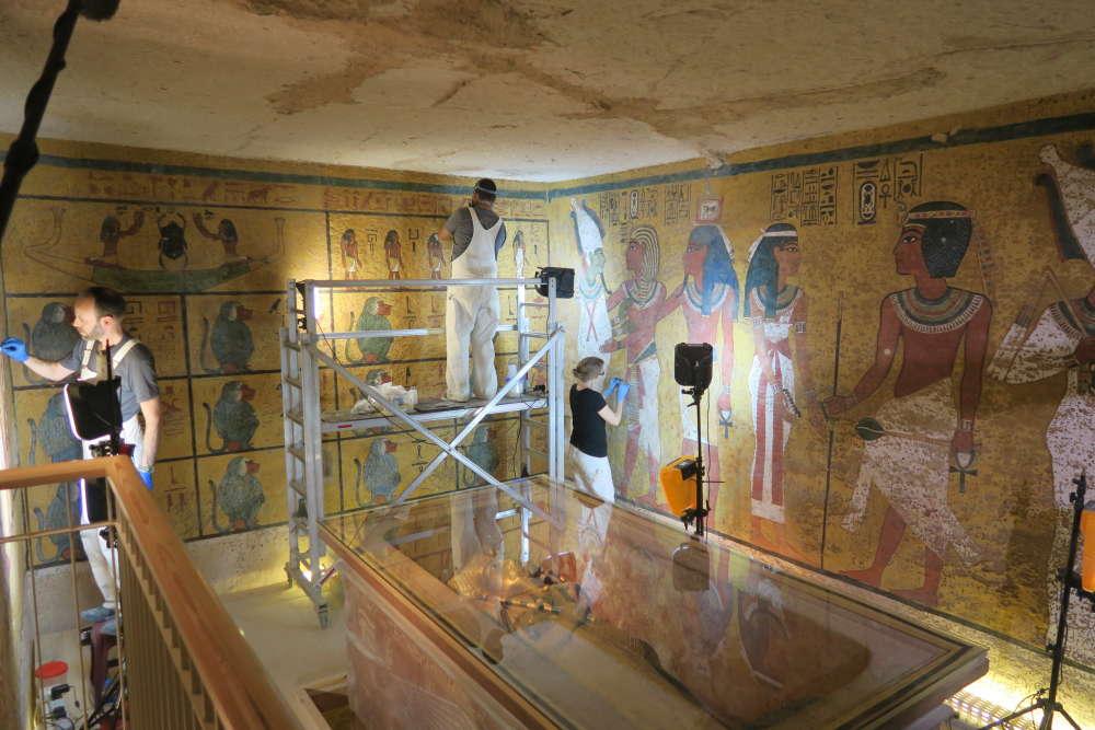Trabajos de conservación de pinturas murales en la cámara funeraria de la tumba en la primavera de 2016