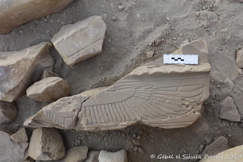 Hallan una Esfinge de arenisca de 3.000 años en Egipto y vinculada al abuelo de Tutankamón