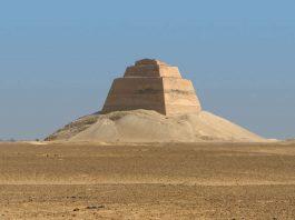 Hallan esqueleto de una adolescente egipcia en una pirámide de 4.600 años