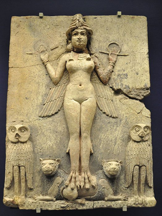 Relieve Burney, Babilonia (1800 a. C. – 1750 a. C.). Algunos expertos, como por ejemplo Emil Kraeling, han identificado a la figura femenina del relieve como Lilith, basándose en una interpretación errónea de una traducción obsoleta del Poema de Gilgamesh.