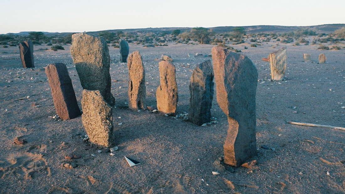 Misteriosos y antiguos monumentos de piedra cubren el desierto del Sahara