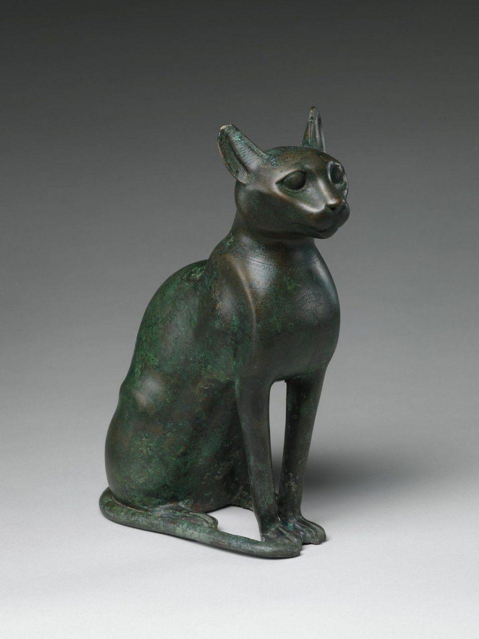 Estatuilla de gato destinada a contener un gato momificado, egipcio, período ptolemaico