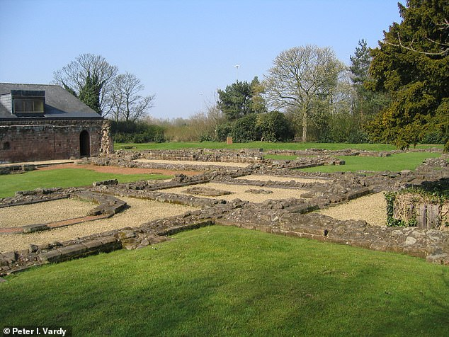 El sitio del priorato (en la foto) donde se encontraron los esqueletos contiene los restos de una abadía que se remonta a entre los siglos XII y XVI.