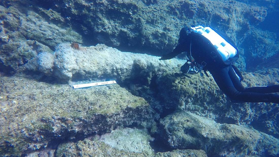Hallan naufragio de la antigua Grecia de hace 2.500 años con anclas de piedra con forma pirámide